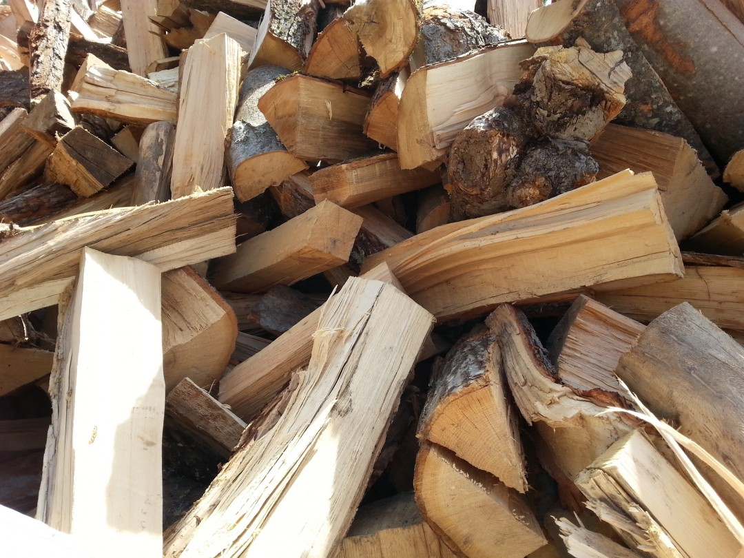Lakeview materials carries cord wood seasoned right here in New Hampshire. Pre-order yours today before it is all gone! Free delivery over 20yds. Stop in at 475 DW Highway to pick up your landscaping materials or call 603.365.1623 to arrange for our convenient local delivery.